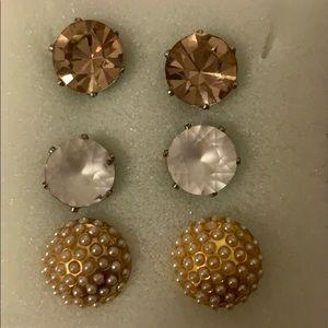 3 pairs of sparkling stud earrings!